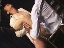 ゲイ動画:乳首もデカいモロ感リーマンこう見えてもタチるんです !!