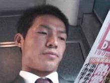 ゲイ動画:営業リーマン西新宿で電車で爽やかな顔してフル勃起 !!
