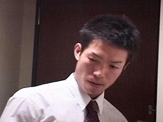 [男のプリケツ] ゲイ動画:営業リーマン西新宿で電車で爽やかな顔してフル勃起 !!