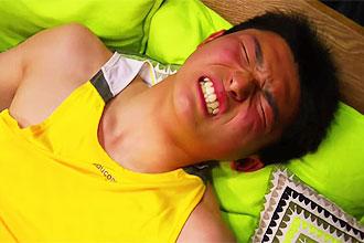 ゲイ動画:1週間溜まったチンコはビンビンフル勃起 !!