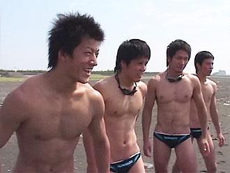 [男のプリケツ] ゲイ動画:禁断の水泳部夏合宿ノンケの悪ふざけ !!