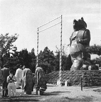 大山公園の狸像の除幕式