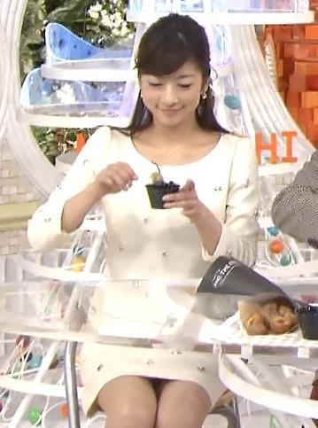 生野陽子 ミニスカ太もも&▼ゾーン (めざましテレビ 20131212)