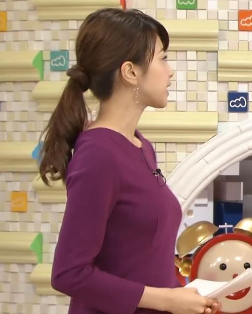 加藤綾子 巨乳を横から&黒ストッキング