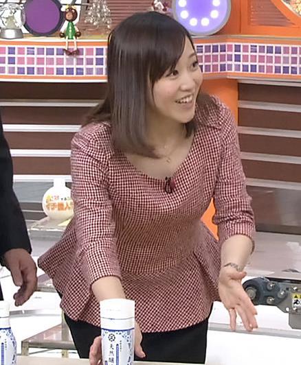 江藤愛 前かがみキャプ画像(エロ・アイコラ画像)