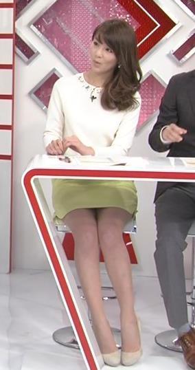 秋元玲奈 ミニスカ正面キャプ画像(エロ・アイコラ画像)