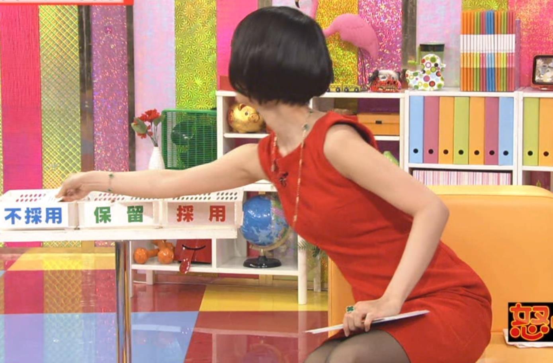夏目三久 黒ストッキングで体をよじるとエロいキャプ画像(エロ・アイコラ画像)
