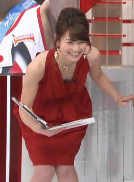 秋元玲奈 セクシードレスで胸ちらキャプ画像(エロ・アイコラ画像)