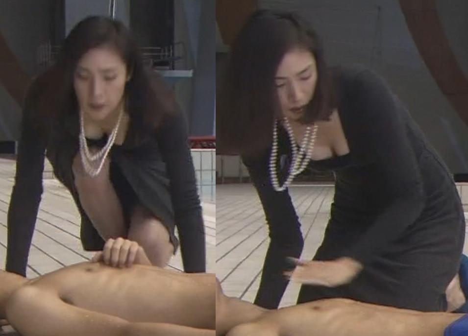 天海祐希 大胆、同時パンチラ胸チラキャプ画像(エロ・アイコラ画像)