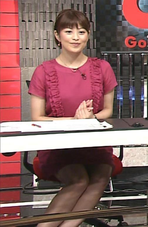 森麻季 机の下のミニスカートキャプ画像(エロ・アイコラ画像)