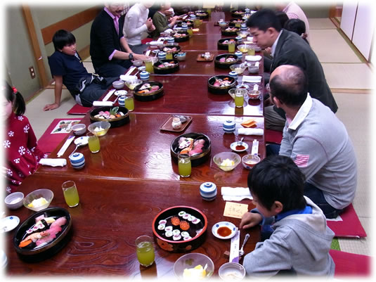 2011年2月親子ゲーム&お寿司会:みんなでお寿司