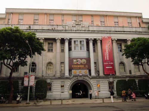 さまよう雨男 旧台湾総督府交通局(総統副総統文物館) 台北市