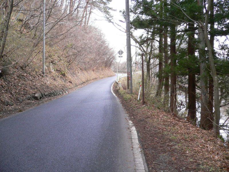 登り口手前道路