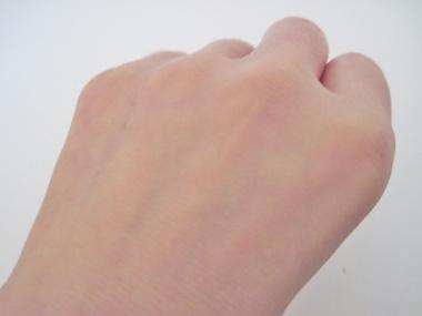 キレイに仕上げて崩れない、透明感のある潤い肌に!美容液ファンデーション【薬用クリアエステヴェール】