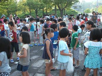太陽が丘ゆうひみ公園にも多くの児童が