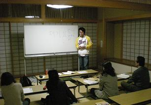 韓国語の李さんは、ボランティアにも熱心な院生です。
