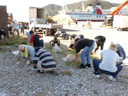 港祭りの会場清掃