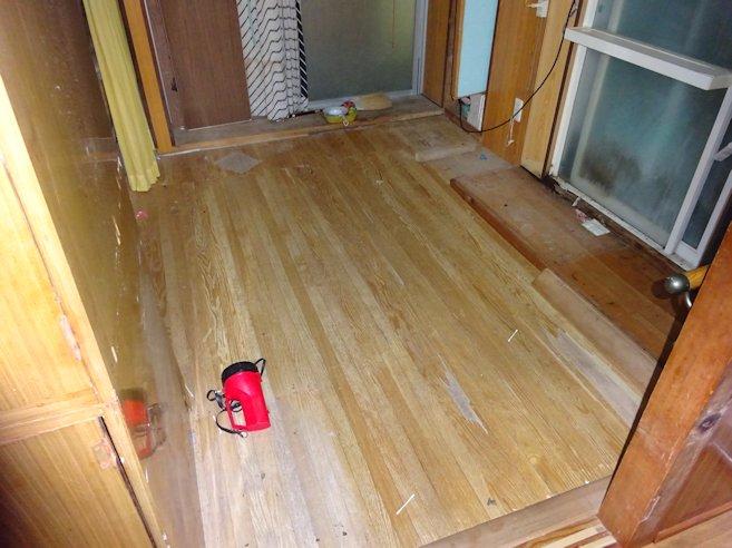 H邸洋室床補修 フロア板張替え中