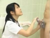 【手コキ動画】看護師に丁寧に洗われて膨張する患者のちんぽ【pornhost】