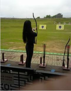 水原の漢城・練武場で国弓に挑戦する相方