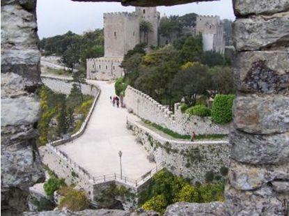 エリーチェ5 エリーチェ城跡 土石はギリシャ時代、建物は中世まで幾時代のパノラマを見渡せるよう