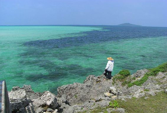 宮古島から大神島を臨む 大神島は普通に入島出来ない聖域