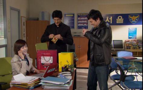 ソ・ミス警部の父が送ってきた高麗人参ジュースで大喜び「わーい」「あ、父さん?いま仕事中よ」