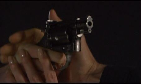 神男1825 銃口を自分に向けるマイケル